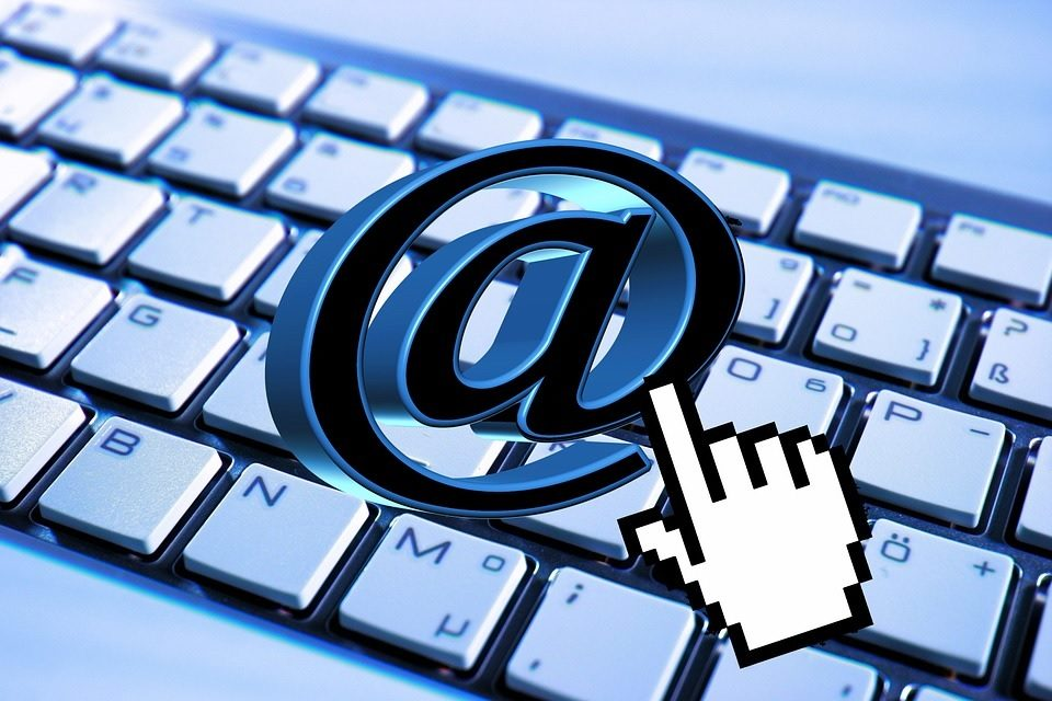 Píše se e-mail, nebo email?