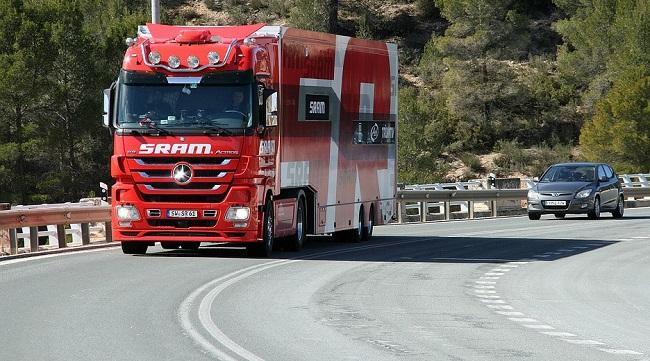Kamion, nebo kamión?