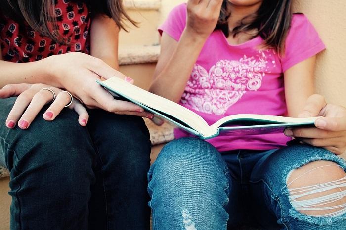 Dívčí romány a další knihy ze základní školy