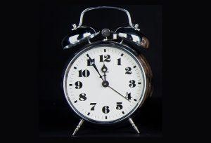 Je načase